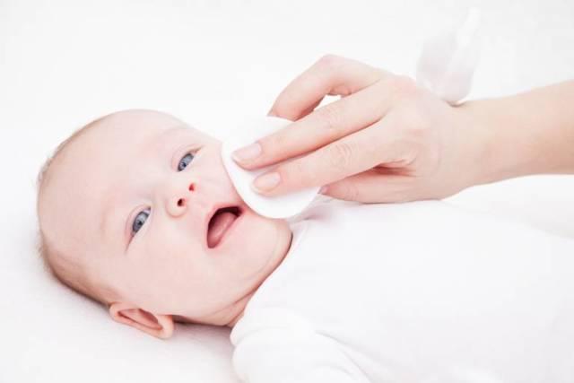 Кожа новорожденных: эритема, шелушение, высыпания. что делать? уход за новорожденным