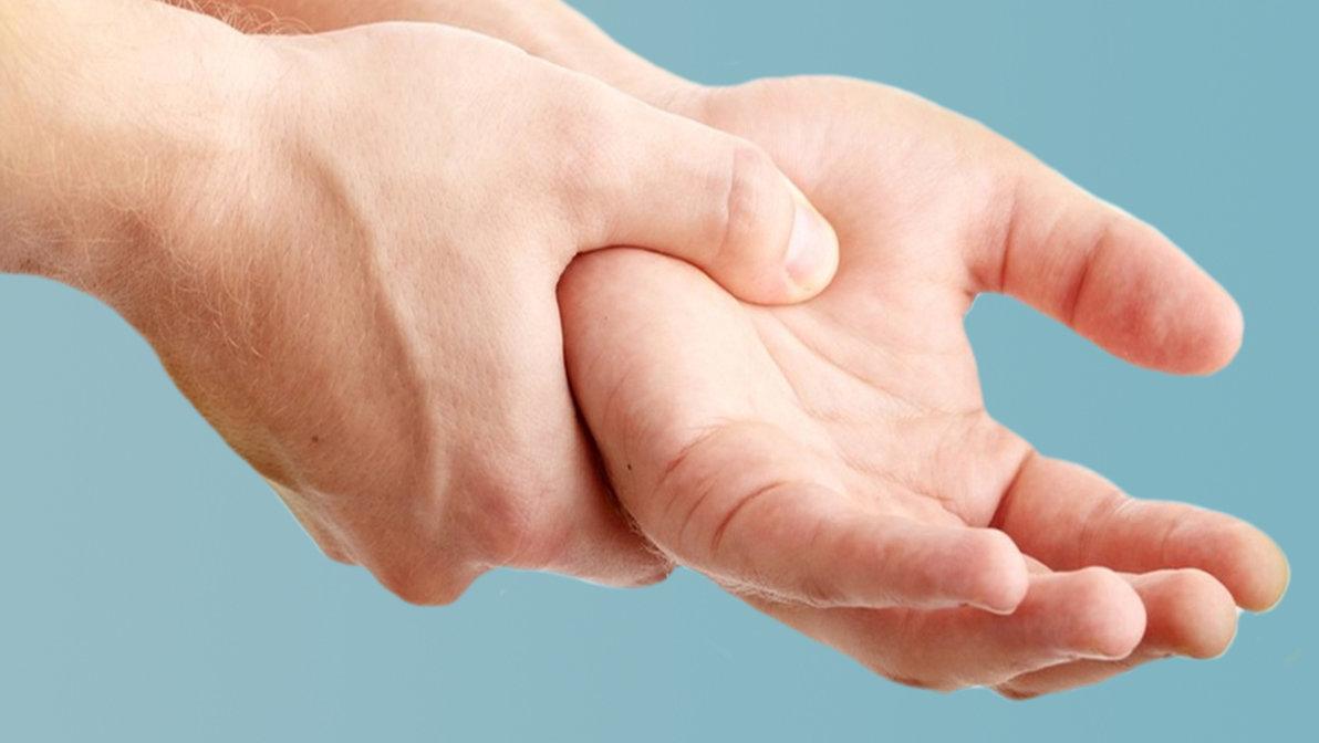Немеет правая рука ночью: причины и лечение, во время сна