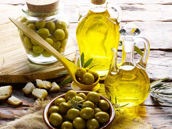 Масло оливковое - полезные и опасные свойства
