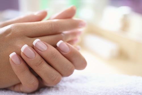 Расслаивание ногтей на руках. причины возникновения и эффективное лечение проблемы