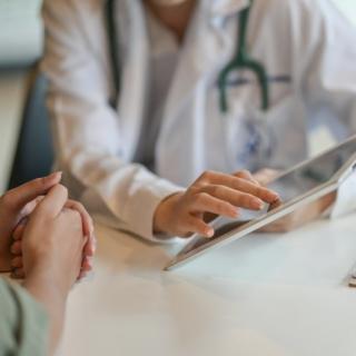 Выделения из уретры у женщин: возможные заболевания и их лечение