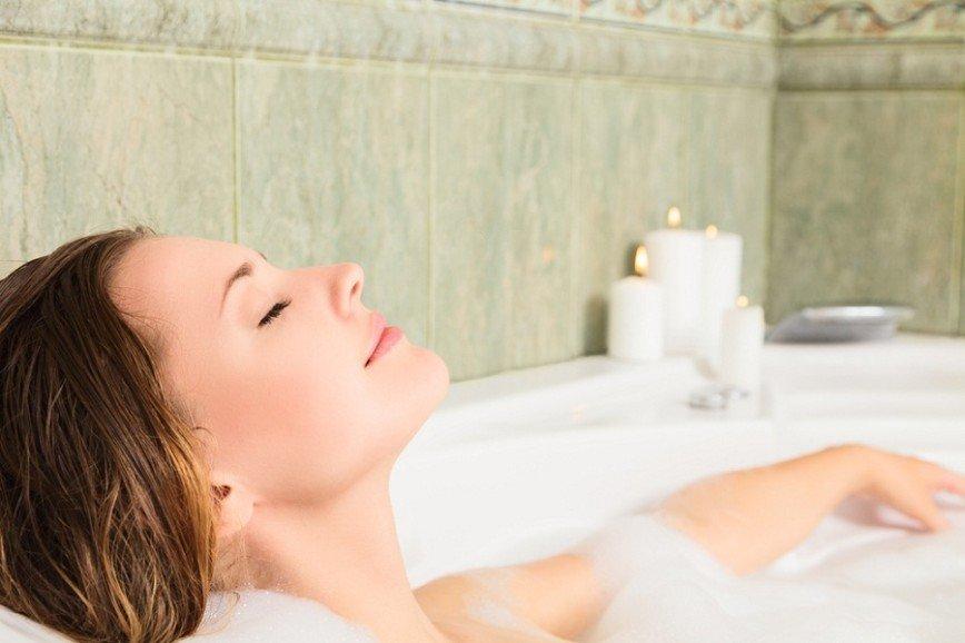 Тепло, еще теплее, горячо: 8 бесспорных плюсов горячей ванны для здоровья