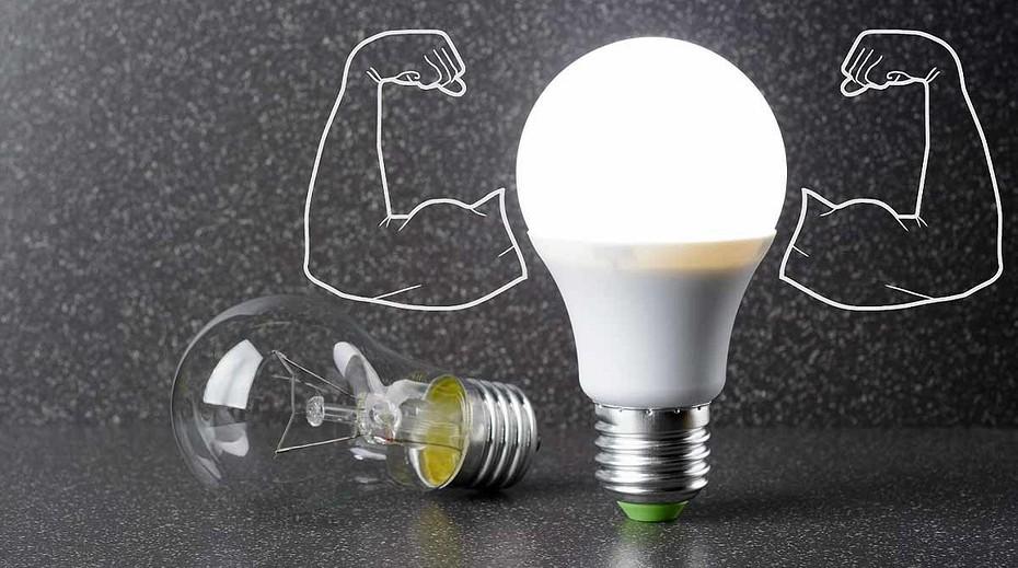 Разбилась энергосберегающая лампа: что делать?