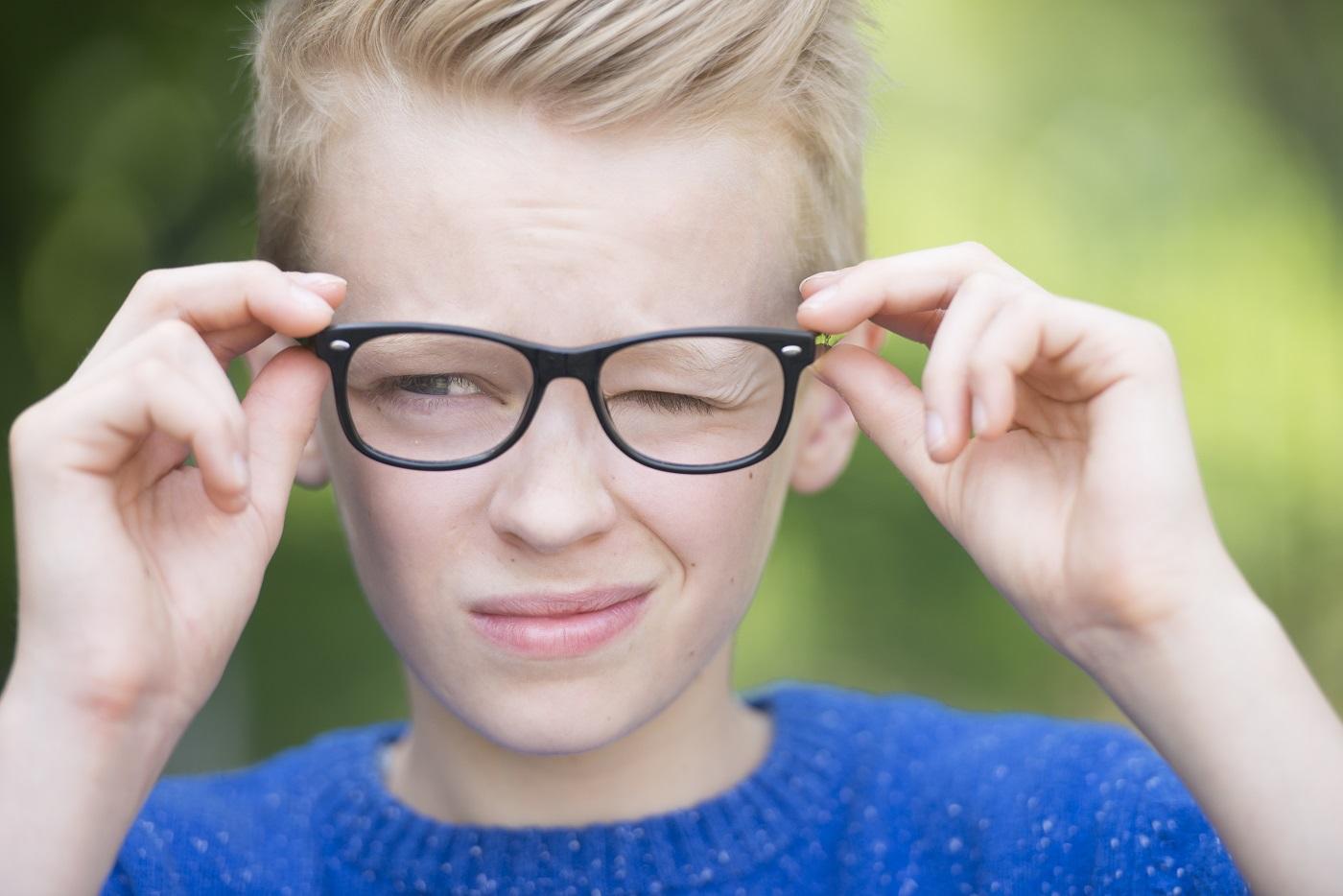 У вас нервный тик глаза? причины и лечение заболевания