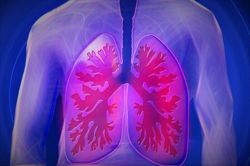 При пневмонии болит спина