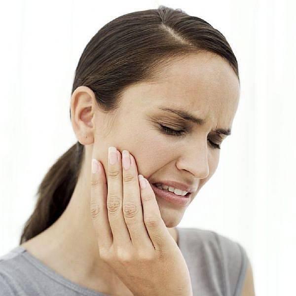 Боль в ухе при глотании с одной стороны