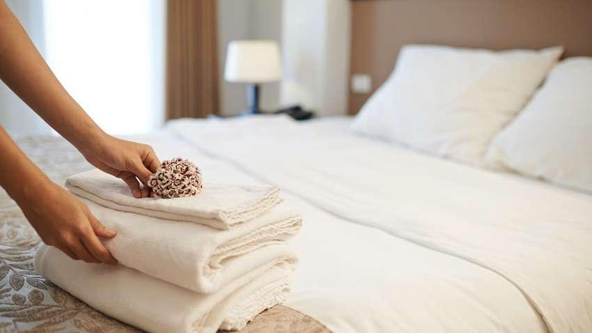Как часто нужно менять постельное бельё взрослым