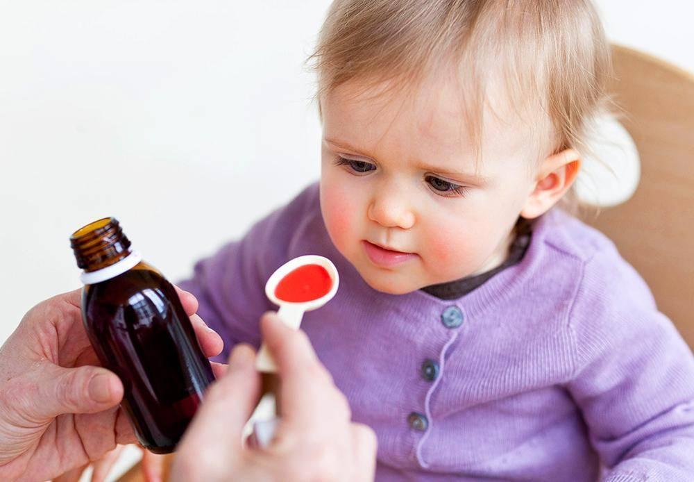 Что делать, если возникает астматический сухой кашель: первая помощь и лечение