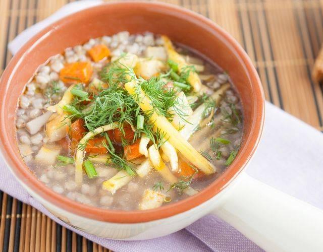 Как готовить диетические супы на курином бульоне