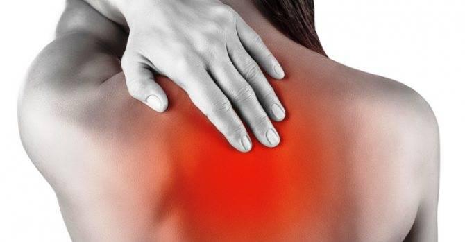 Почему болит спина при пневмонии?