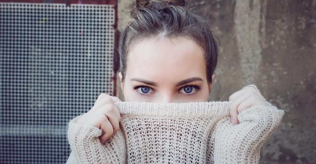 Двоится в глазах: причины и лечение