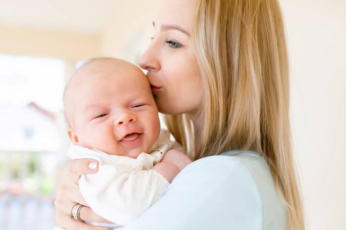 Выделения после родов: сколько идут, норма, патология