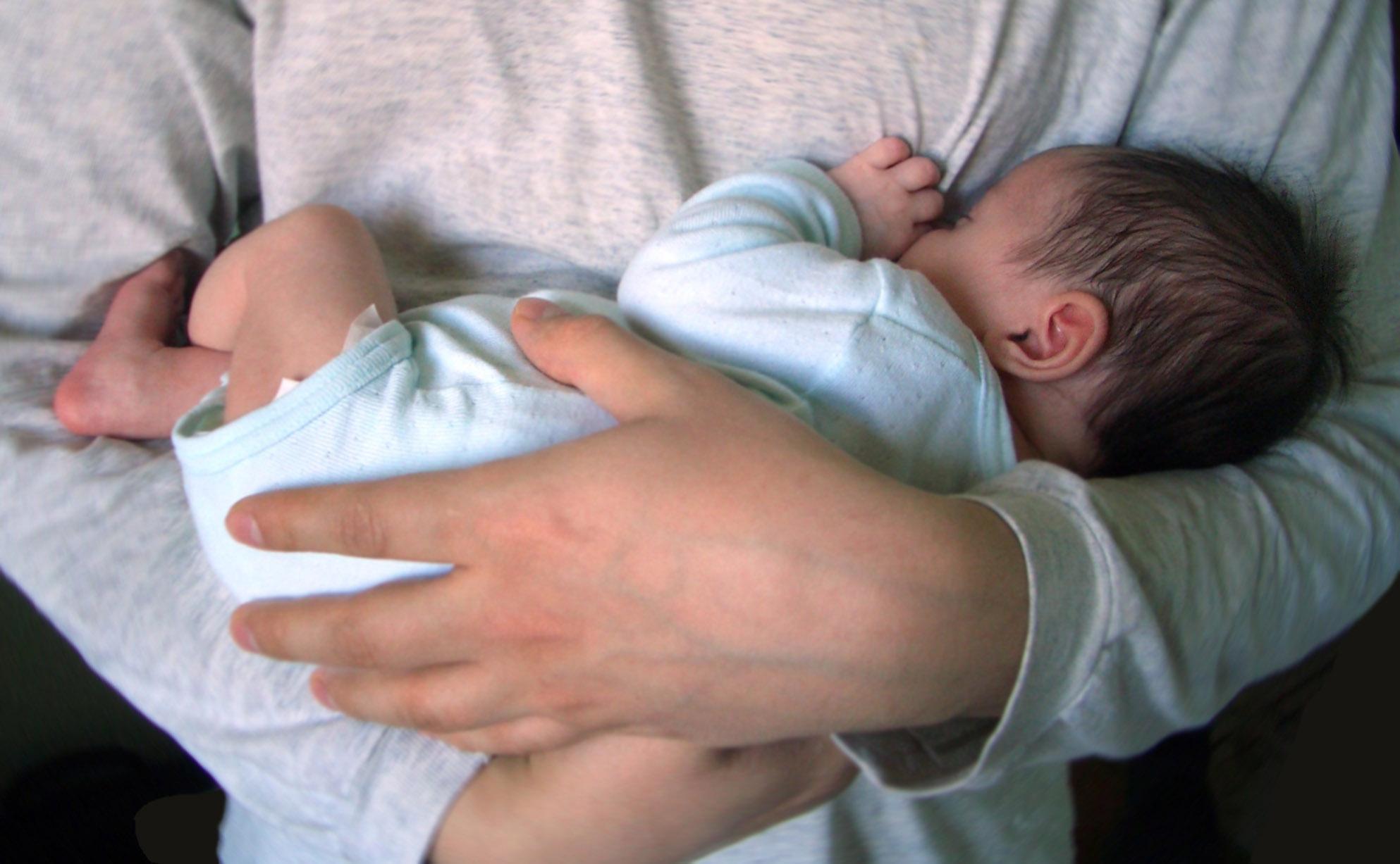 Что делать при коликах у новорожденного