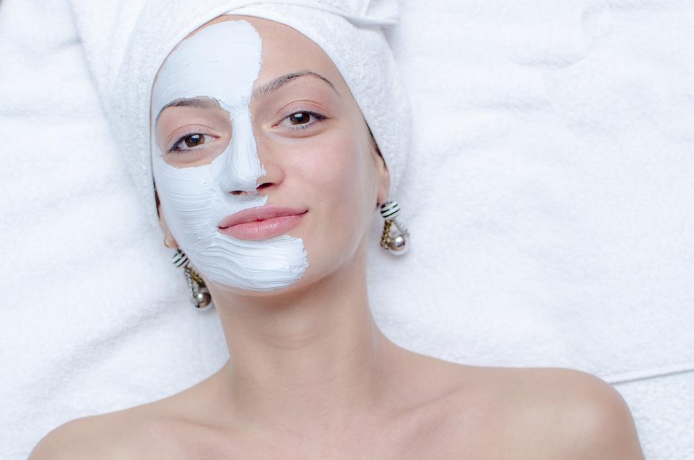 Увлажняющая маска для жирной кожи: домашние рецепты или готовые средства?