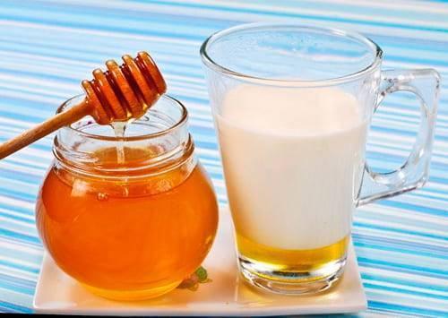 Молоко с медом и с содой от кашля