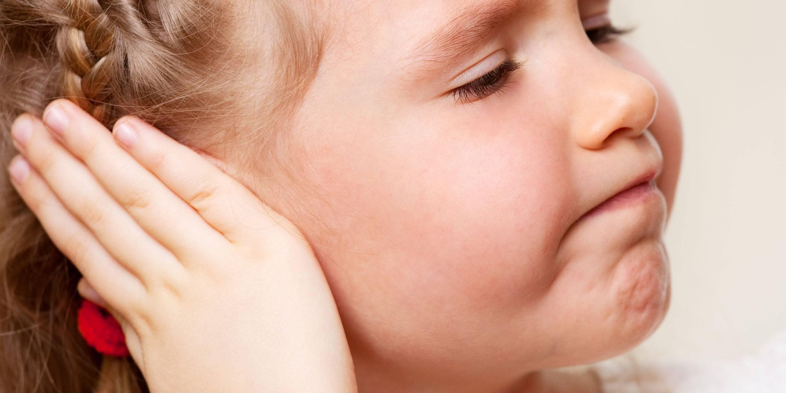 Что делать, если болит и заложило ухо?