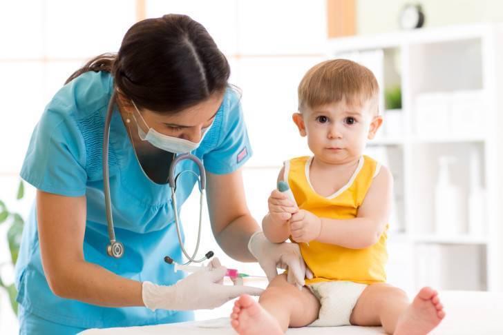 Почему появляется припухлость после прививки акдс и что делать, чтобы поскорее от нее избавиться?