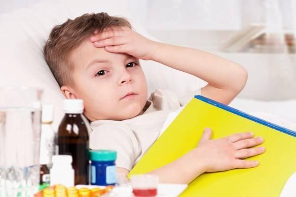 Сухой, лающий кашель у ребенка без температуры с насморком и без: чем лечить, как помочь?