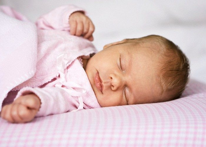 Почему у младенца пульсирует родничок и что делать?
