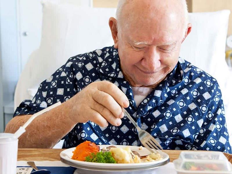 «у меня рак желудка, но я кулинарный маньяк». как повар без желудка начал составлять рецепты для онкобольных людей — такие дела