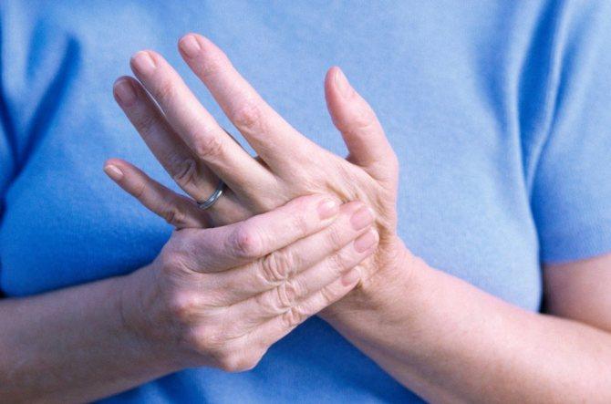 Немеют кончики пальцев рук: причины и лечение