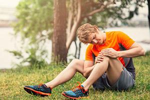 Растяжение связок коленного сустава  и их лечение в клинике доктора глазкова в москве