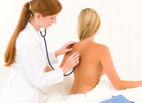 Симптомы защемления седалищного нерва и методики лечения ишиаса в домашних условиях