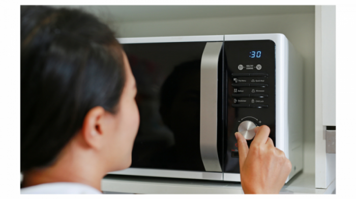Как разморозить мясо в домашних условиях быстро и правильно в микроволновке, горячей воде, духовке и прочими способами + фото и видео