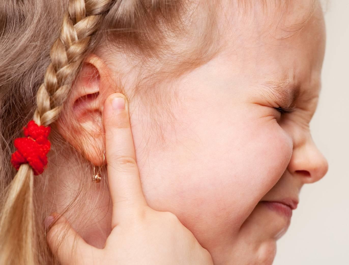 Если ухо стреляет, что делать и в домашних условиях чем лечить