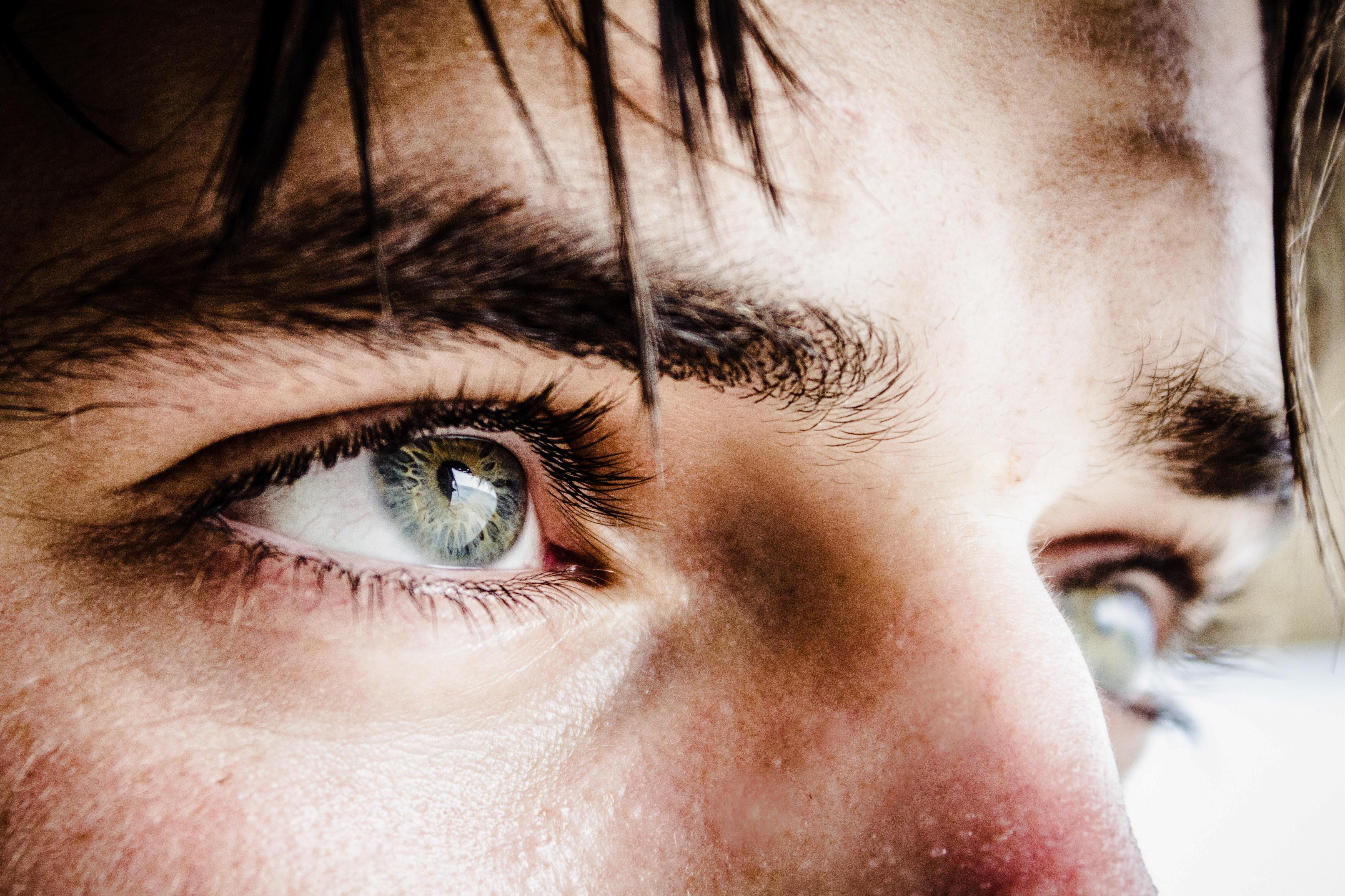 Двоение в глазах — причины и лечение