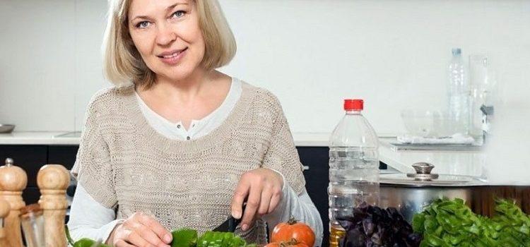 Диета при климаксе у женщин при приливах, правильное питание и рацион в период менопаузы