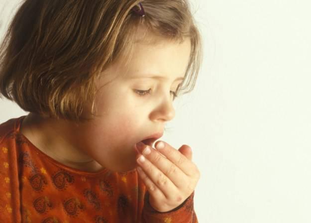 Лающий кашель с температурой у ребенка чем лечить: основные причины развития заболевания