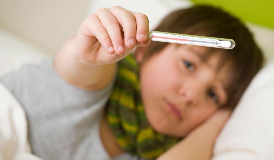 Рвота у ребенка без температуры, что делать, как лечить / mama66.ru