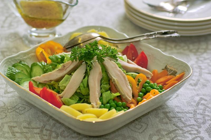 Овощные диетические салаты для похудения: рецепты с огурцами, капустой, яйцами