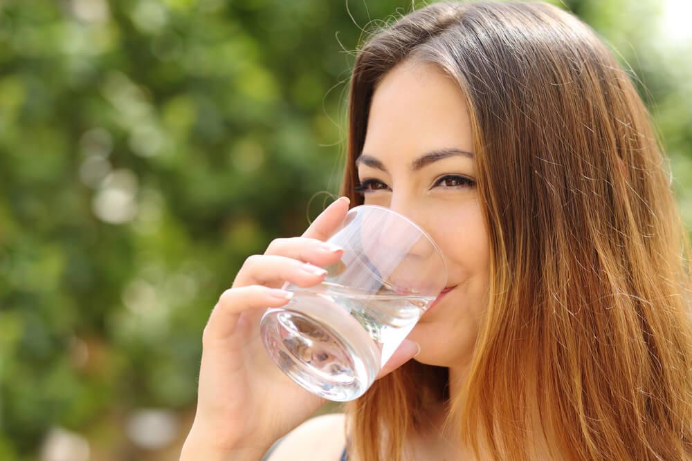 Ученые доказали, что выпитые вдень 8стаканов воды не прибавляют здоровья