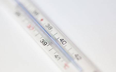 После лечения пневмонии температура 37: стоит ли сбивать?