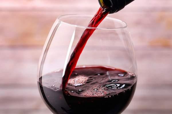 Какое вино полезнее - красное или белое, сухое или полусладкое, в чем польза белого, красного и розового вина