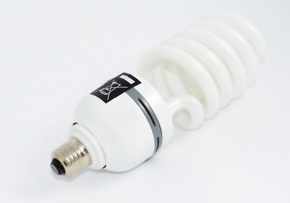 Что делать, если в доме разбилась энергосберегающая лампа?