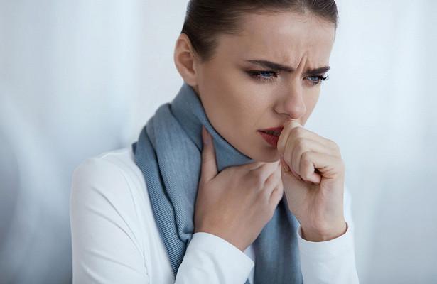 Кашель сухой приступообразный у взрослого (признаки и лечение)