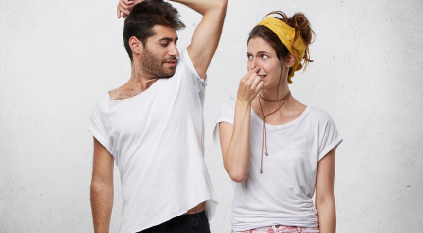 Неприятный запах тела: причины из-за которых он появляется